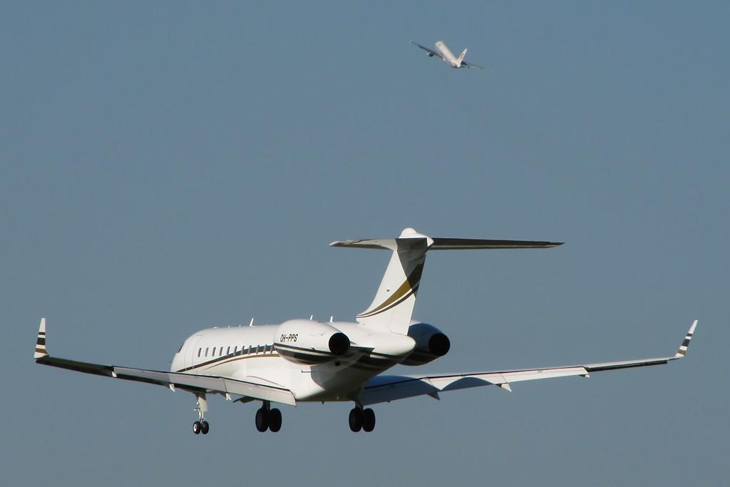 Re:[原创]国庆假期之前最后一贴。有大头,有双飞,有夕阳!争取能多骗点小飞机,换点钱,买张回家的机票!标题要长... BOMBARDIER BD-700-1A10 GLOBAL EXPRESS XRS OH-PPS 中国北京首都机场