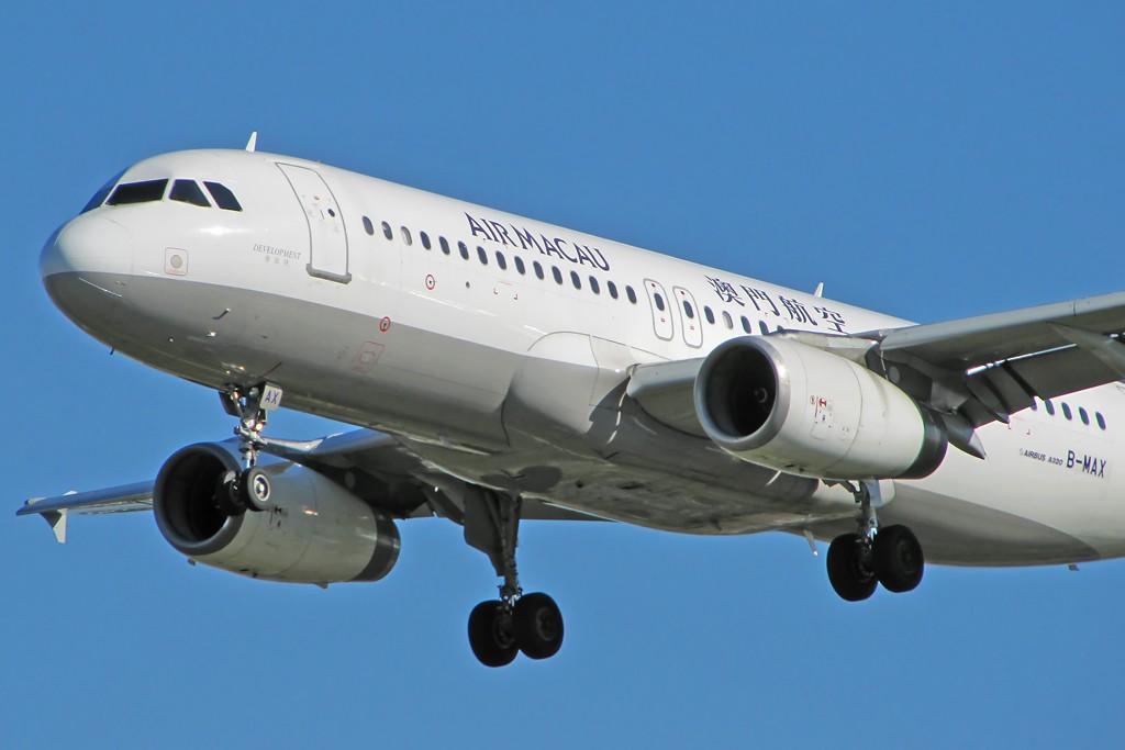 Re:[原创]国庆假期之前最后一贴。有大头,有双飞,有夕阳!争取能多骗点小飞机,换点钱,买张回家的机票!标题要长... AIRBUS A320-200 B-MAX 中国北京首都机场