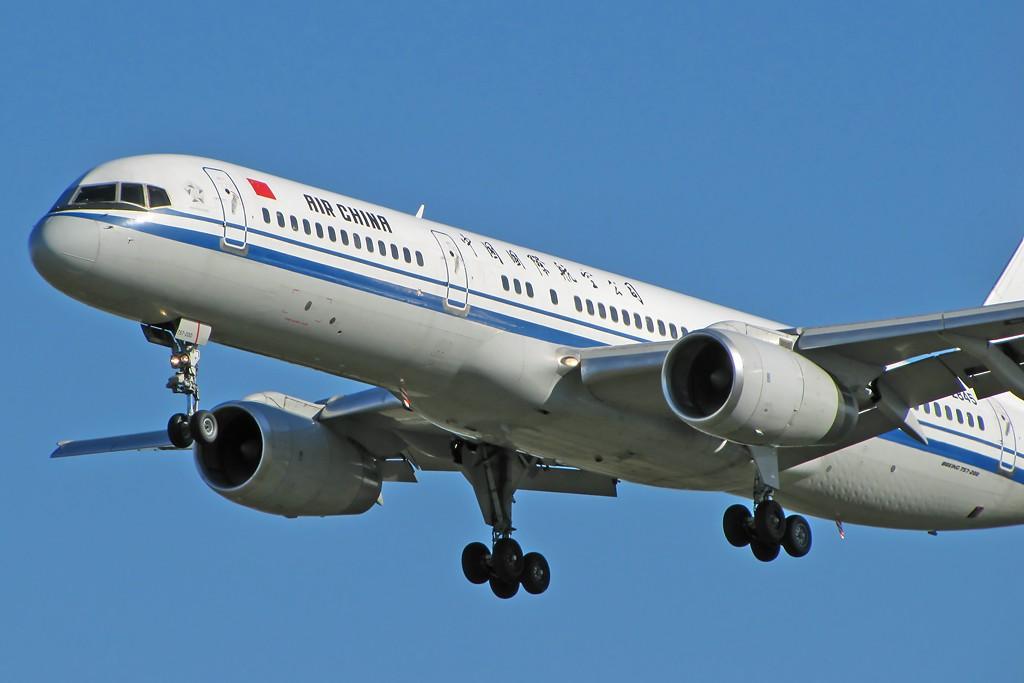 Re:[原创]国庆假期之前最后一贴。有大头,有双飞,有夕阳!争取能多骗点小飞机,换点钱,买张回家的机票!标题要长... BOEING 757-200 B-2845 中国北京首都机场