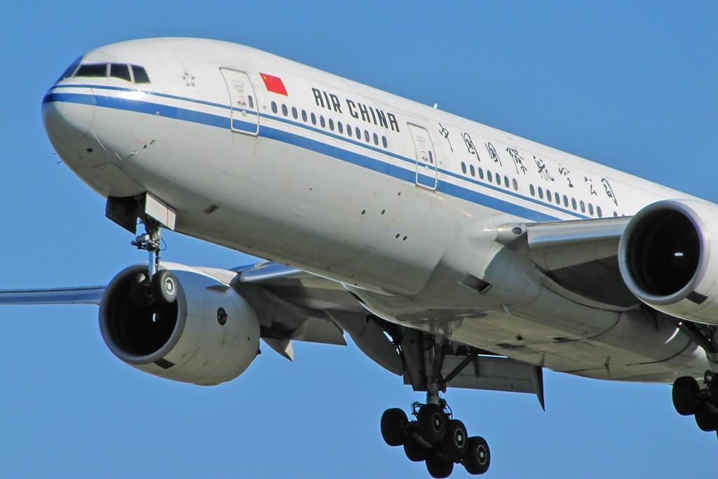 Re:[原创]国庆假期之前最后一贴。有大头,有双飞,有夕阳!争取能多骗点小飞机,换点钱,买张回家的机票!标题要长... BOEING 777-200 B-2069 中国北京首都机场