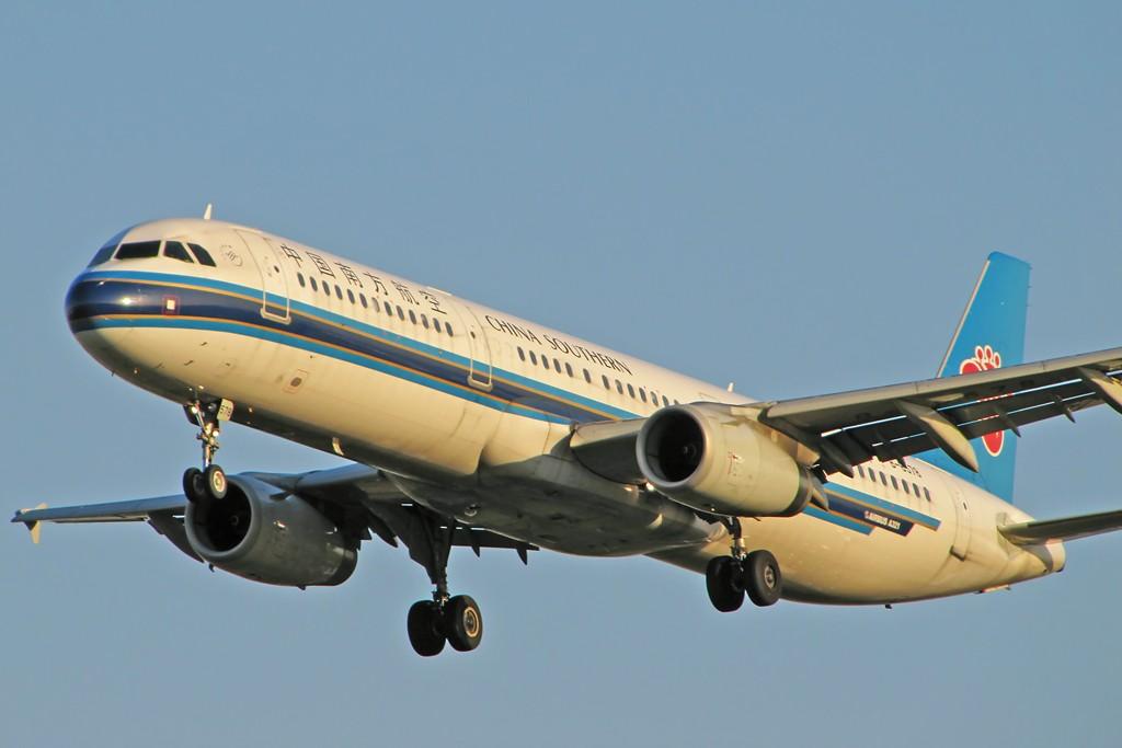 Re:[原创]国庆假期之前最后一贴。有大头,有双飞,有夕阳!争取能多骗点小飞机,换点钱,买张回家的机票!标题要长... AIRBUS A321-200 B-6578 中国北京首都机场