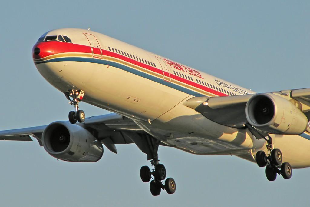 Re:[原创]国庆假期之前最后一贴。有大头,有双飞,有夕阳!争取能多骗点小飞机,换点钱,买张回家的机票!标题要长... AIRBUS A330-300 B-6085 中国北京首都机场