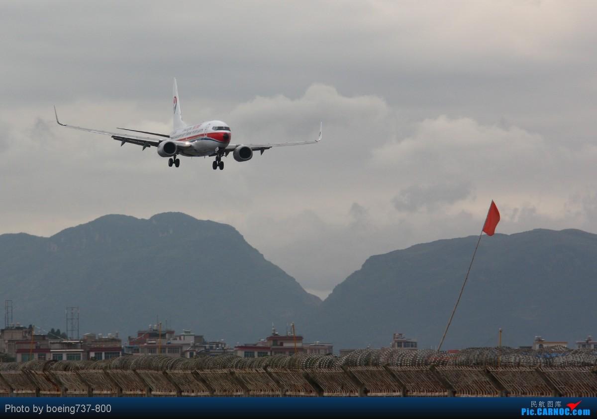 Re:[原创]【KMG】专门雨天去拍机,站位跟着跑道换,各种位置,各种效果。。抓紧时间来KMG拍啦!!!标题够长。。 BOEING 737-800 B-5258 中国昆明巫家坝机场