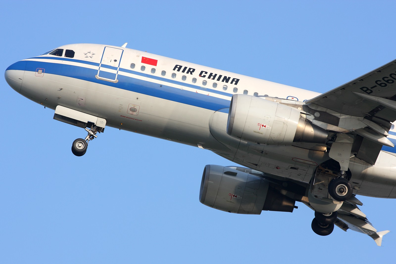 Re:[原创]【深圳飞友会】5张空中大头特写,再加4张是第一场尝试拍摄(引擎与轮组的大特写)继续1600×1067大图呈上望带来视觉冲击效果。 BOEING 737-700 B-5256 中国广州白云机场