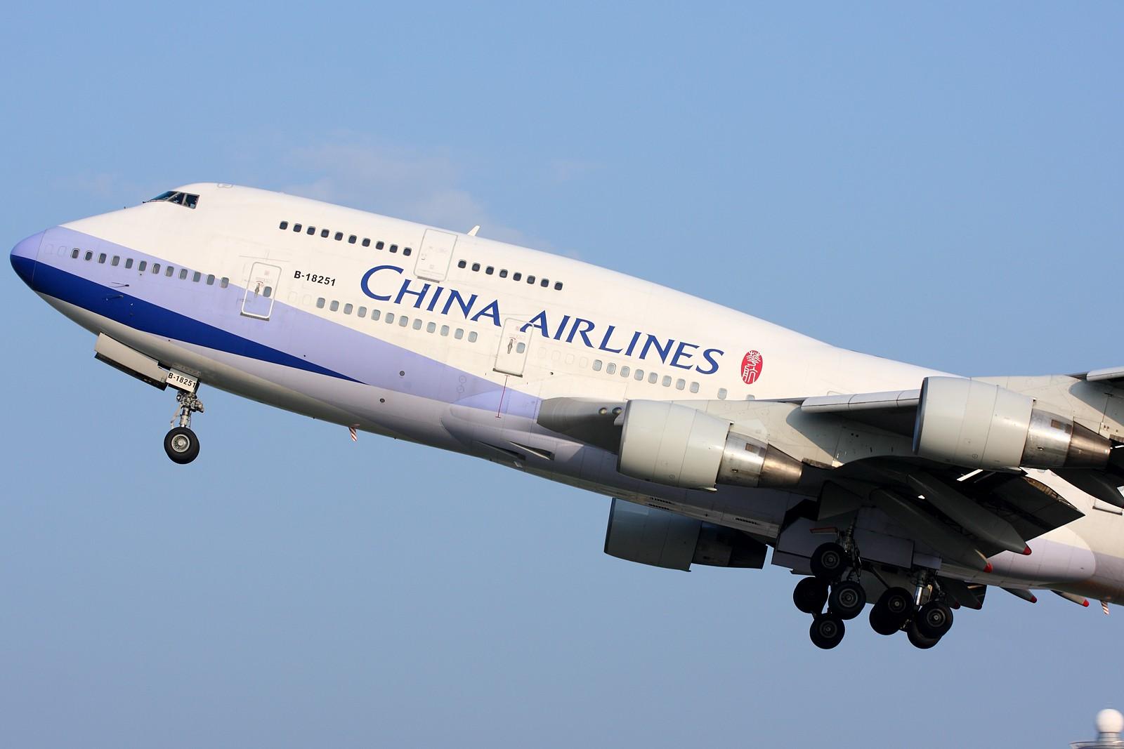 Re:[原创]【深圳飞友会】5张空中大头特写,再加4张是第一场尝试拍摄(引擎与轮组的大特写)继续1600×1067大图呈上望带来视觉冲击效果。 BOEING 747-400 B-18251 中国广州白云机场