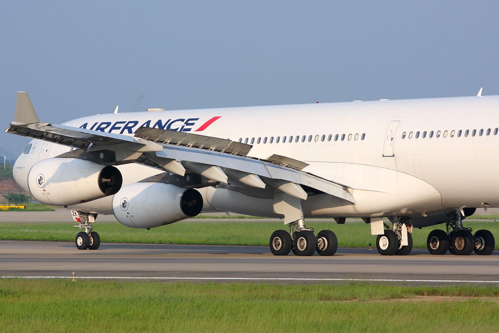 Re:[原创]【深圳飞友会】5张空中大头特写,再加4张是第一场尝试拍摄(引擎与轮组的大特写)继续1600×1067大图呈上望带来视觉冲击效果。 AIRBUS A340-300  中国广州白云机场