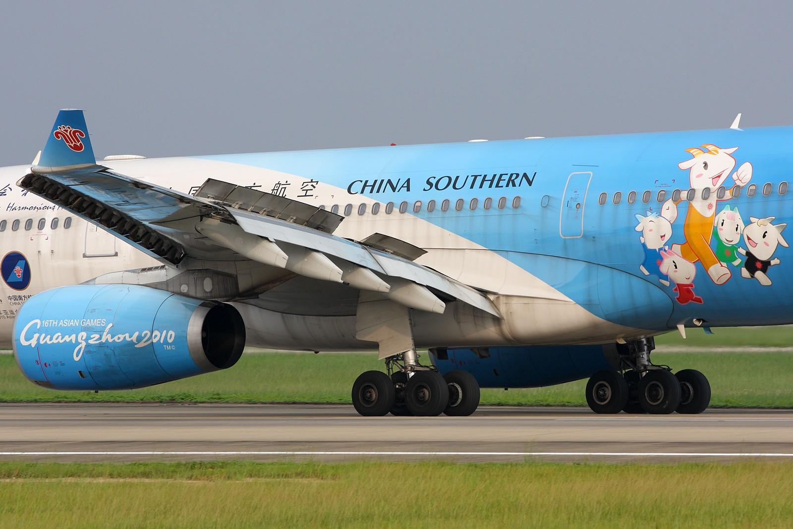 Re:[原创]【深圳飞友会】5张空中大头特写,再加4张是第一场尝试拍摄(引擎与轮组的大特写)继续1600×1067大图呈上望带来视觉冲击效果。 AIRBUS A330-200  中国广州白云机场