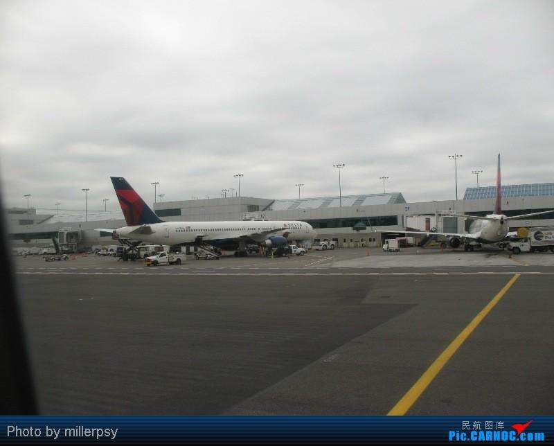 Re:[原创]大陆航空纽瓦克-波特兰之行 BOEING 757-200 N683DA 美国波特兰机场