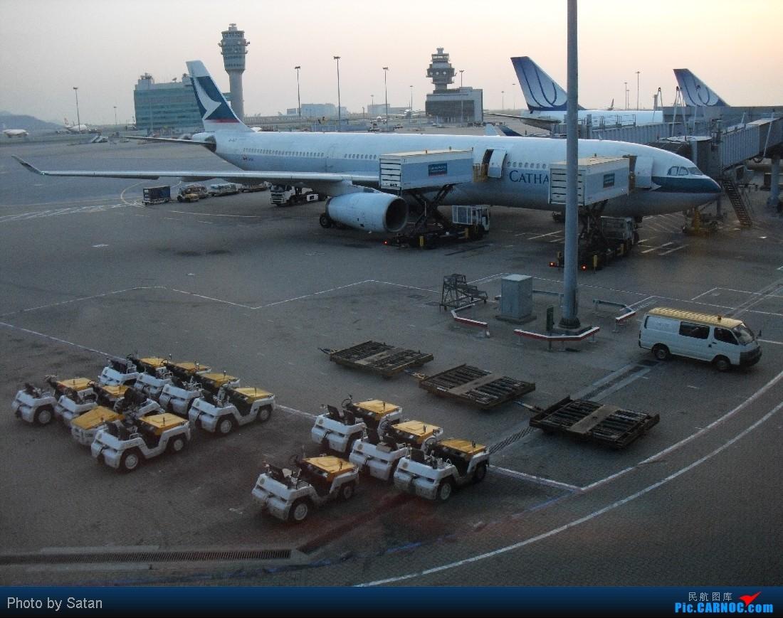 HKG-RMQ(下)那個老大有辦法阻只女生在HKG購物    中国香港赤鱲角国际机场