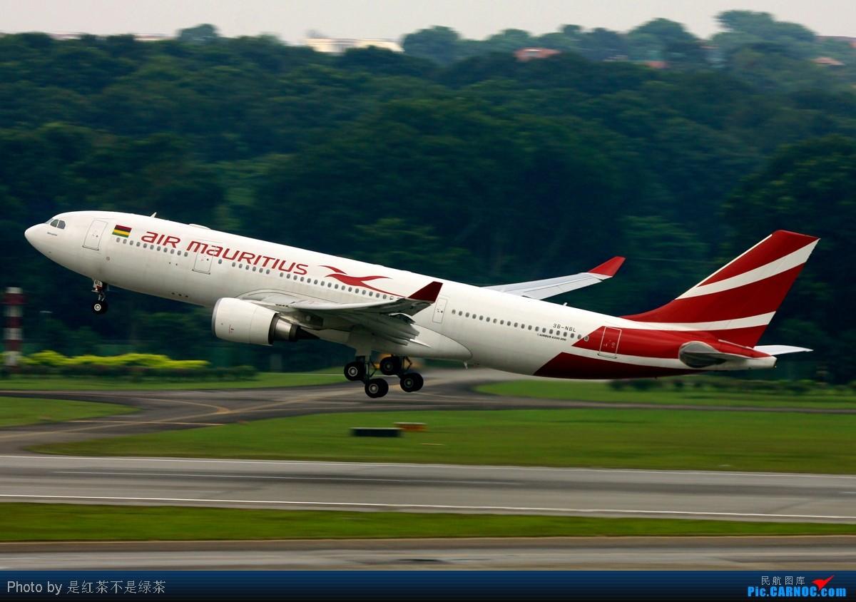 [原创]【红茶拍机】十张照片 十二架飞机 起飞 降落 滑行 牵引——这里是新加坡樟宜国际机场 口味稍重 敬请谅解! AIRBUS A330-200 3B-NML 新加坡樟宜机场