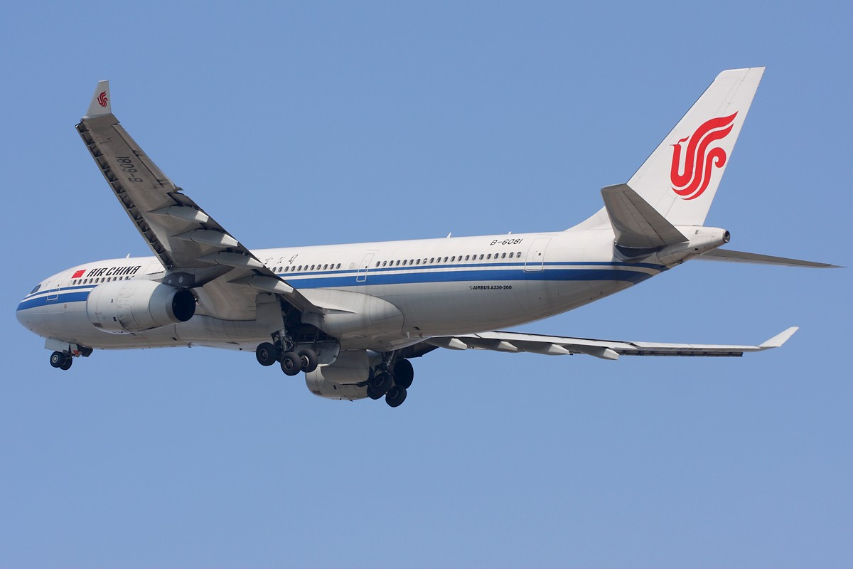 Re:[原创]亚运严管,拍机限制,你来我躲,冒着危险躲在树丛拍空中特写。 AIRBUS A330-200 B-6081 中国广州白云机场
