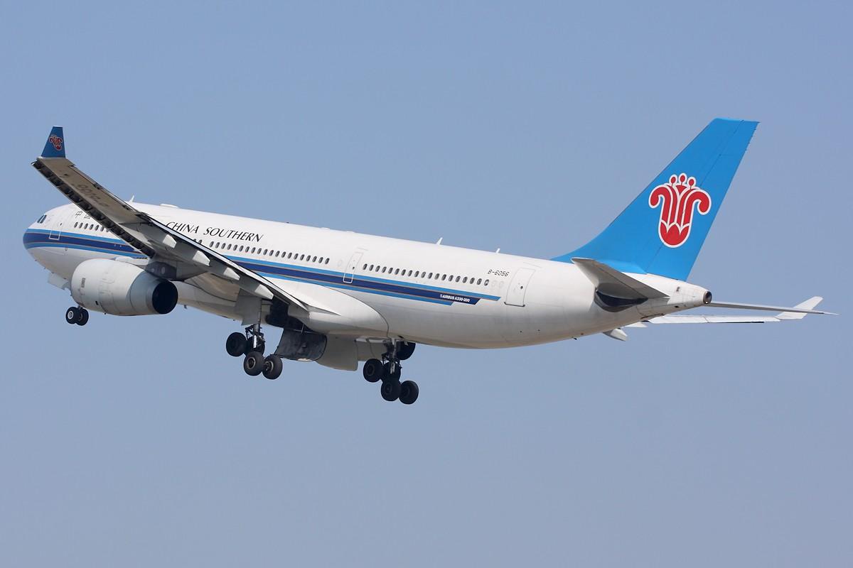Re:[原创]亚运严管,拍机限制,你来我躲,冒着危险躲在树丛拍空中特写。 AIRBUS A330-200 B-6056 中国广州白云机场