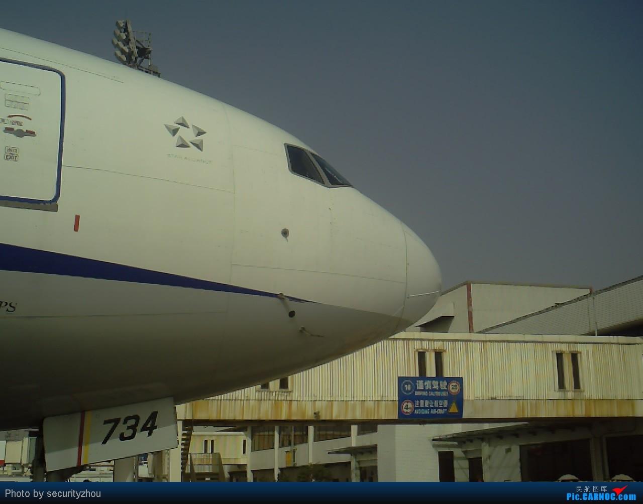 [原创]虹桥拍机……机坪科的兄弟们好敬业。。。 B777-300  虹桥机场