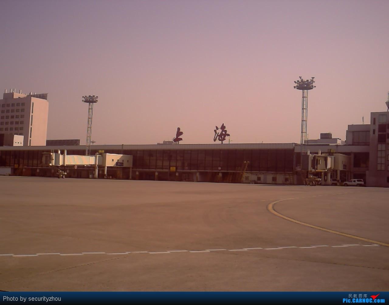 Re:[原创]虹桥拍机……机坪科的兄弟们好敬业。。。 B777-300  虹桥机场 中国上海虹桥机场