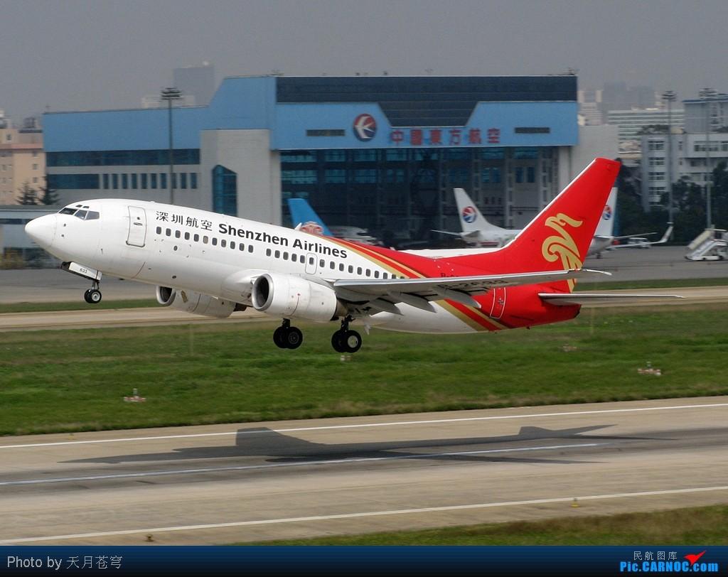 [原创]【KMG】那些红彤彤的垂尾在办公室面前灰来灰去 BOEING 737-700 B-2633 中国昆明巫家坝机场