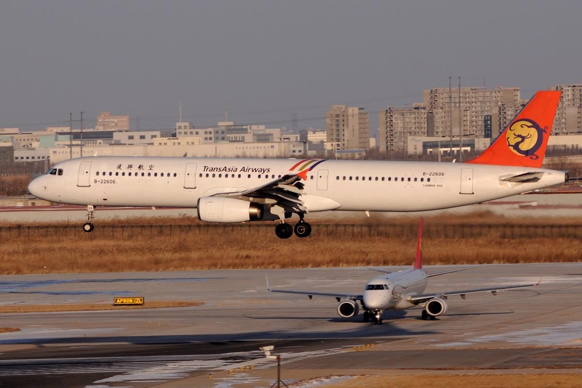 Re:[原创]【TSN飞友会】年底了交作业…… AIRBUS A321-100 B-22606 中国天津滨海机场