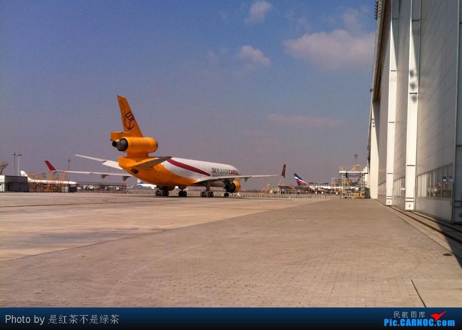 Re:[原创]【红茶拍机】2011年新年第一天PVG拍机,各种角度,全部外航,最后一张准外航! MCDONNELL DOUGLAS MD-11 B-2175 中国上海浦东机场