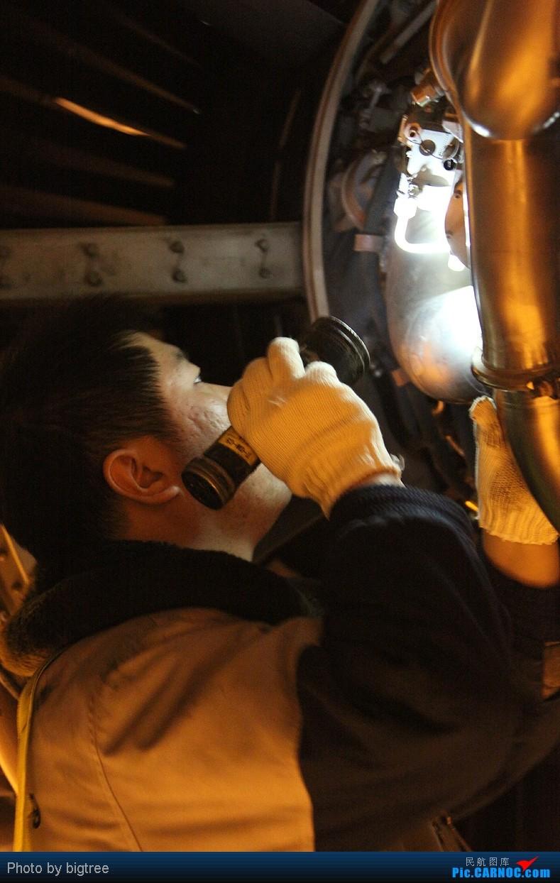 Re:[原创]2011元旦夜班,AA大钢管,附送两张同事工作照     机务
