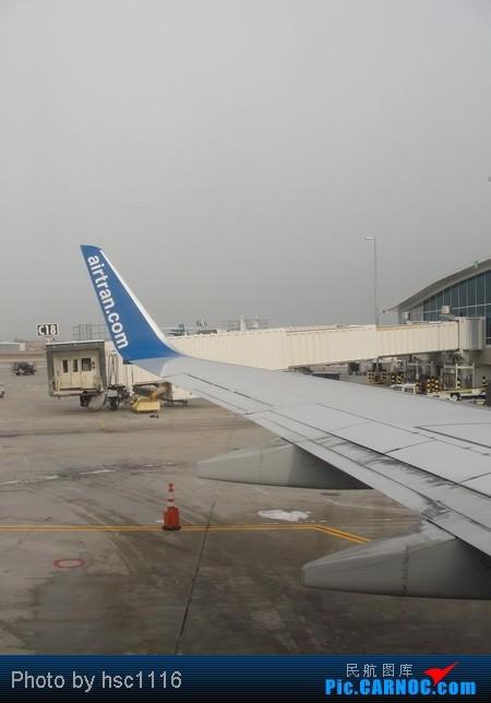 Re:[原创]纽约,华盛顿之行。关键词:Air Tran, Boeing 717, 无畏号航母,史密森航空博物馆,大雪延误,标题要长... BOEING 737-700