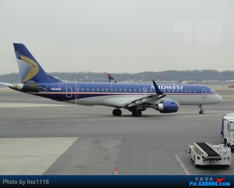 Re:[原创]纽约,华盛顿之行。关键词:Air Tran, Boeing 717, 无畏号航母,史密森航空博物馆,大雪延误,标题要长... EMBRAER ERJ-190 N164HQ 美国罗纳德·里根机场