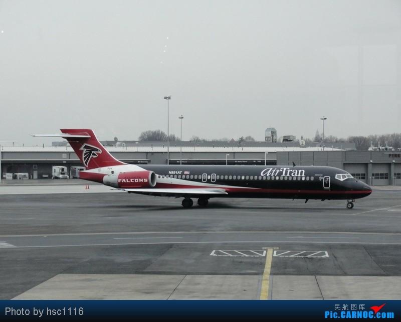 Re:[原创]纽约,华盛顿之行。关键词:Air Tran, Boeing 717, 无畏号航母,史密森航空博物馆,大雪延误,标题要长... BOEING 717-200 N891AT 美国罗纳德·里根机场