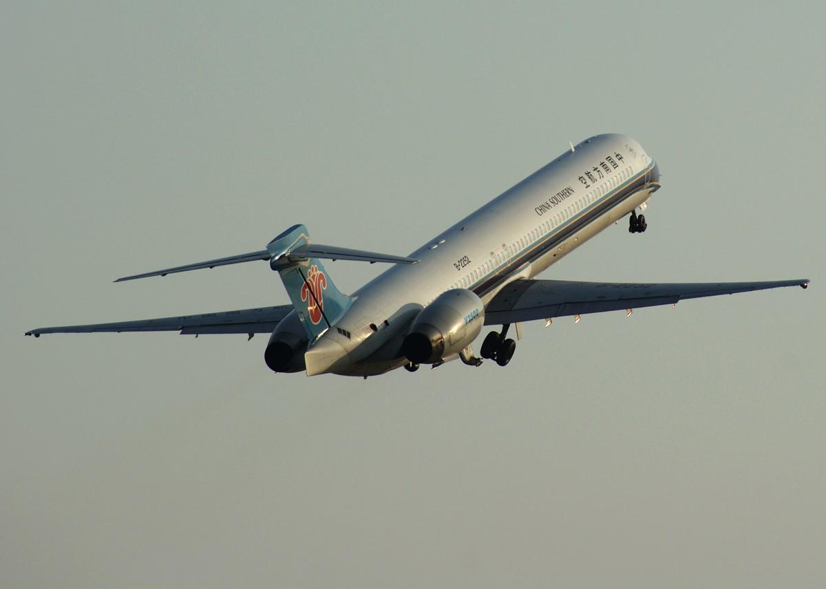 Re:[原创]钻石、麦道,还有一张白鹭。 MCDONNELL DOUGLAS MD-90-30 B-2252 中国南京禄口机场