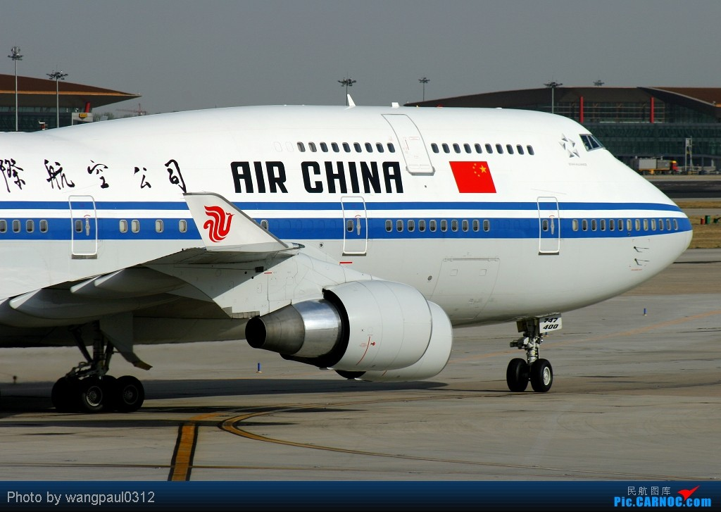 Re:[原创]贴几长重量级的公务机-------几位首脑的座驾 BOEING 747-400 B-2472 北京首都国际机场