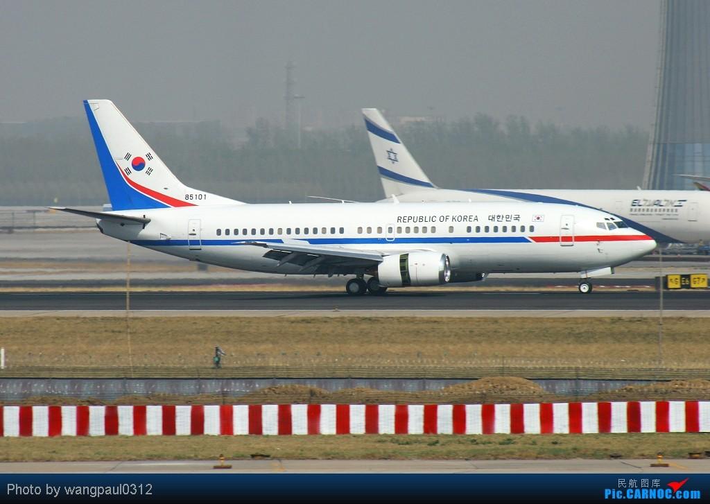Re:[原创]贴几长重量级的公务机-------几位首脑的座驾 BOEING 737-3Z8 85101 北京首都国际机场