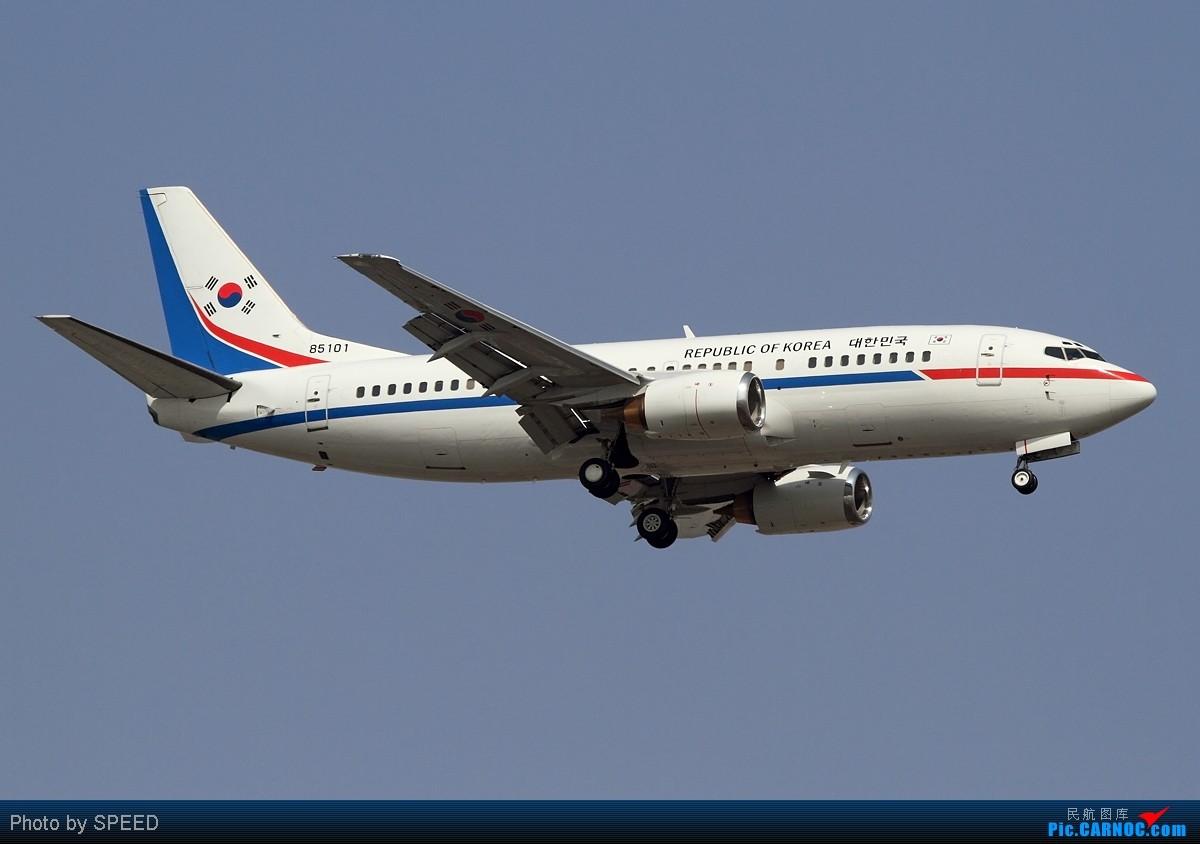 Re:[原创]怕什么来什么飞机来了跑道却换了,狂奔20公里为了巴西、西班牙、棒子的飞机,附赠联想广告机 BOEING 737-300 85101 北京首都国际机场