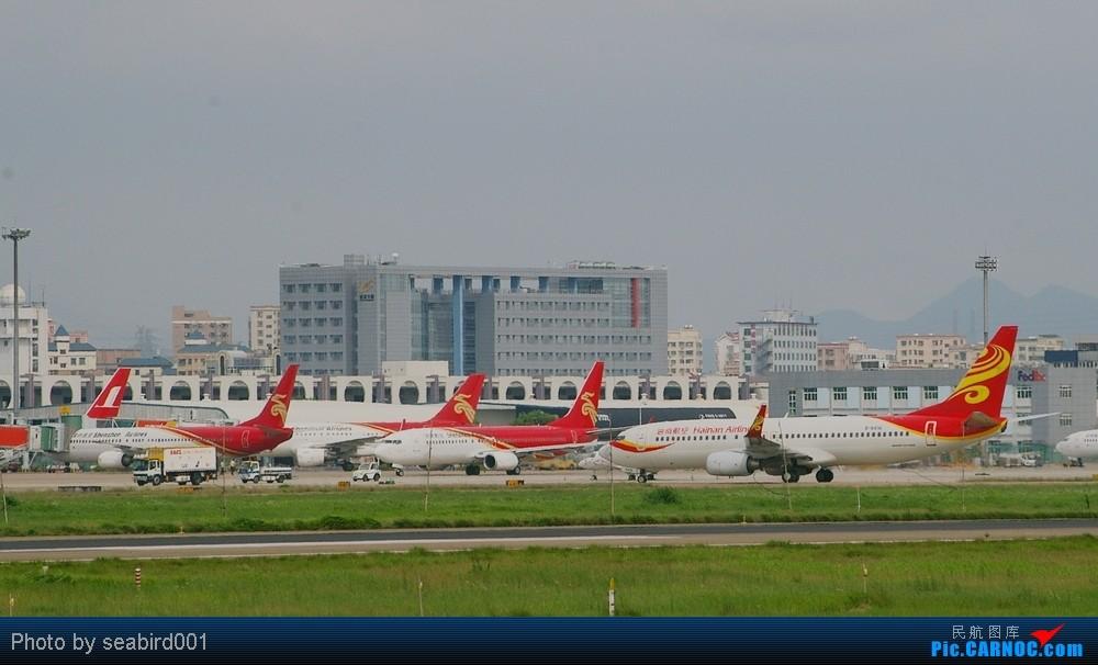 [转贴]【深圳飞友会】乘有空,多发一贴,想问问为什么中国的飞机都是红红的,偶有百花丛中一点绿.    中国深圳宝安机场