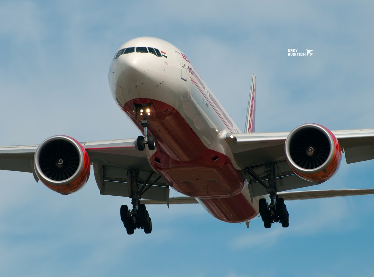 Re:[原创]今晚的温布利一定沸腾,飞机若干,今天伦敦街头一张。 BOEING 777-300 VT-ALJ 英国伦敦希思罗机场