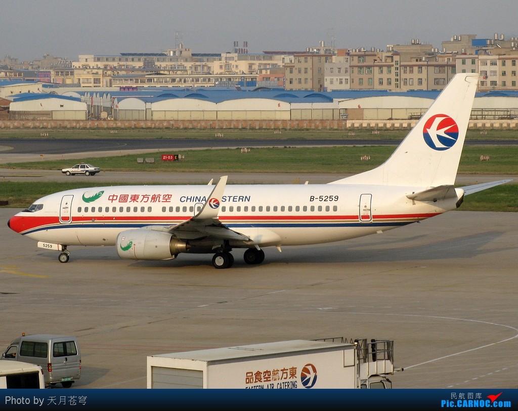 Re:[原创]【KMG】换个角度拍拍,一不留神看见剧组在机坪拍戏 BOEING 737-700 B-5259 中国昆明巫家坝机场
