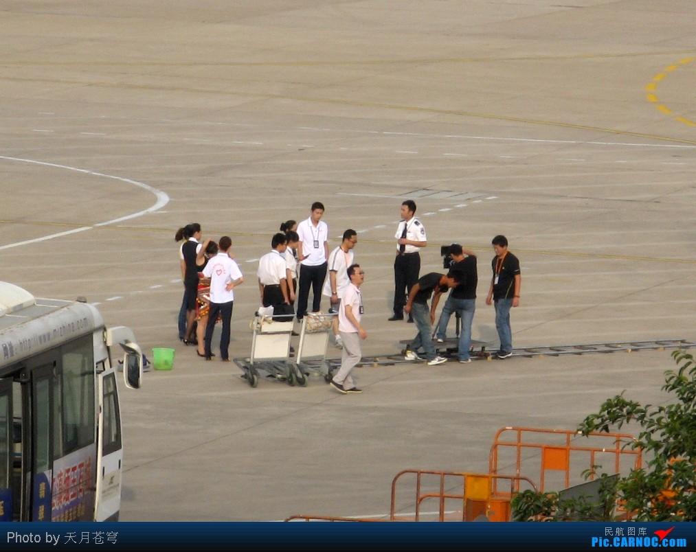 Re:[原创]【KMG】换个角度拍拍,一不留神看见剧组在机坪拍戏