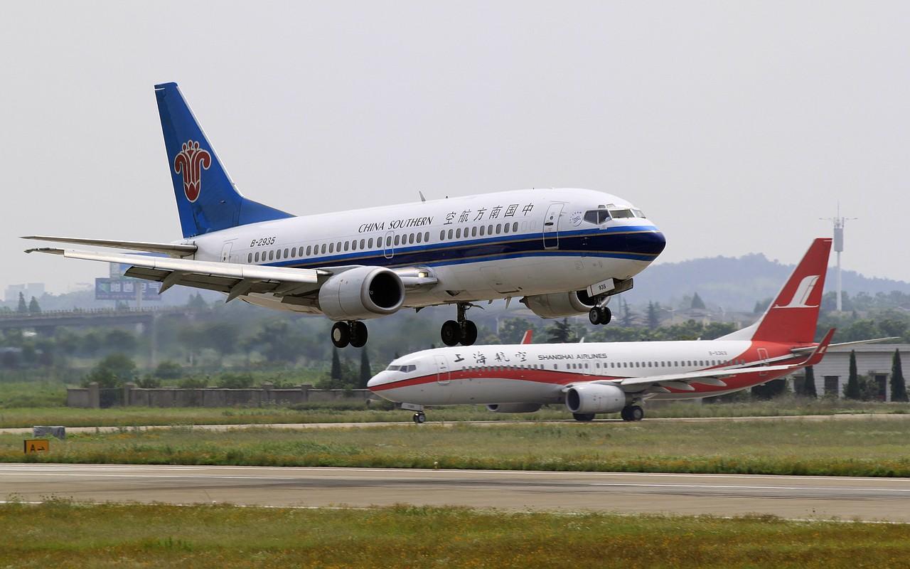 Re:[原创]【NKG】23日午后大顶光下的落地 BOEING 737-300 B-2935 中国南京禄口机场