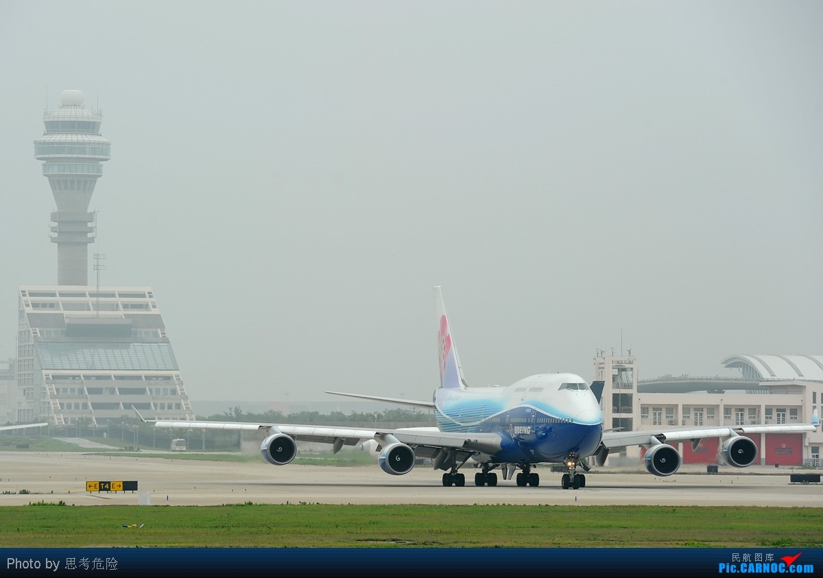 Re:[原创]【思考危险】上海浦东机场(PVG)拍到的众多波音747大灰机~~ BOEING 747-400 B-18210 中国上海浦东机场