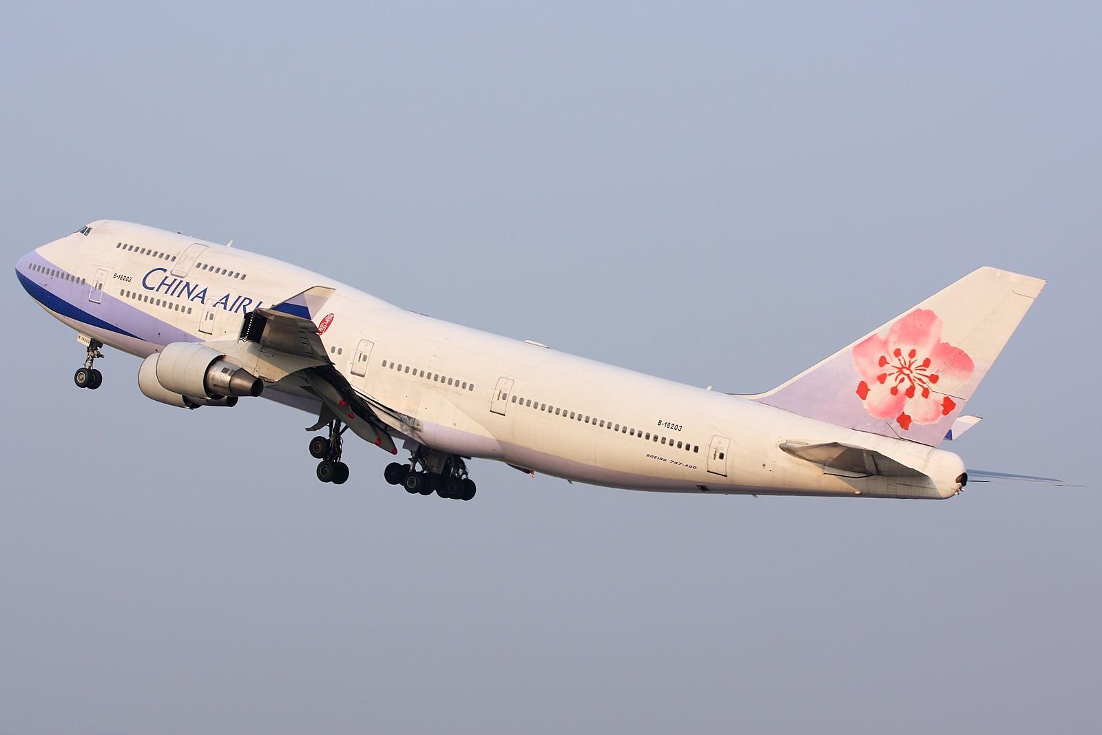 Re:[原创]【深圳飞友会】经典角度起飞的两架B747,配上1600大图看的更加爽。 BOEING 747-400 B-18203 中国广州白云机场