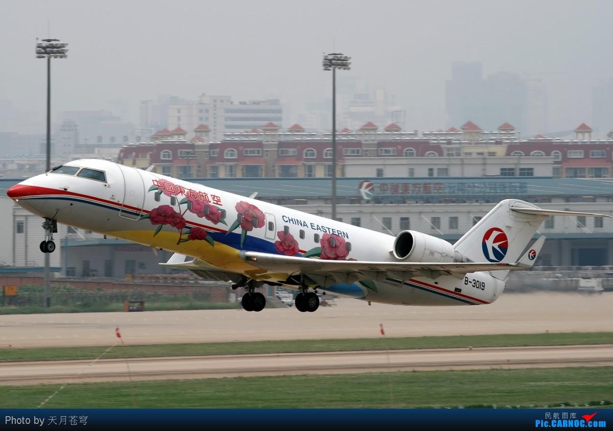 Re:[原创]【KMG】继续发点杂图,天气太烂,各位看官就克服克服吧,呵呵 BOMBARDIER (CANADAIR) CRJ-200 B-3019 中国昆明巫家坝机场