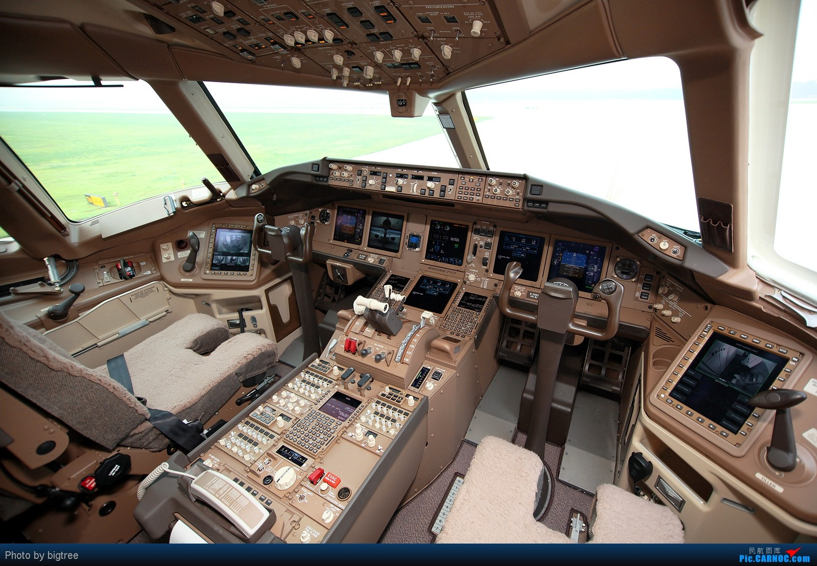 [原创]国航773ER驾驶舱一张 BOEING 777-300ER B-2085 北京