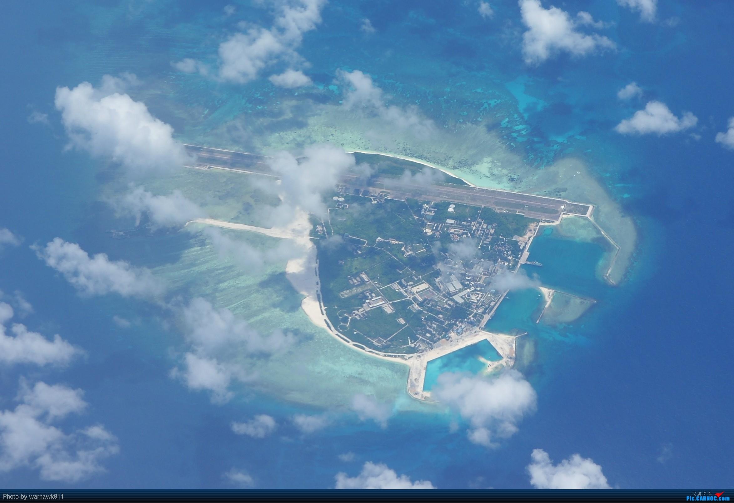 航线上拍摄到的西沙永兴岛,岛上有一条跑道