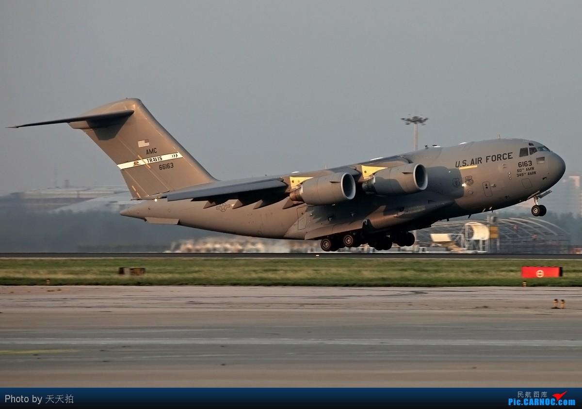 图库首页>>帖子列表>>[原创]蓝色漂亮的757美国重型运输机c17降落北京