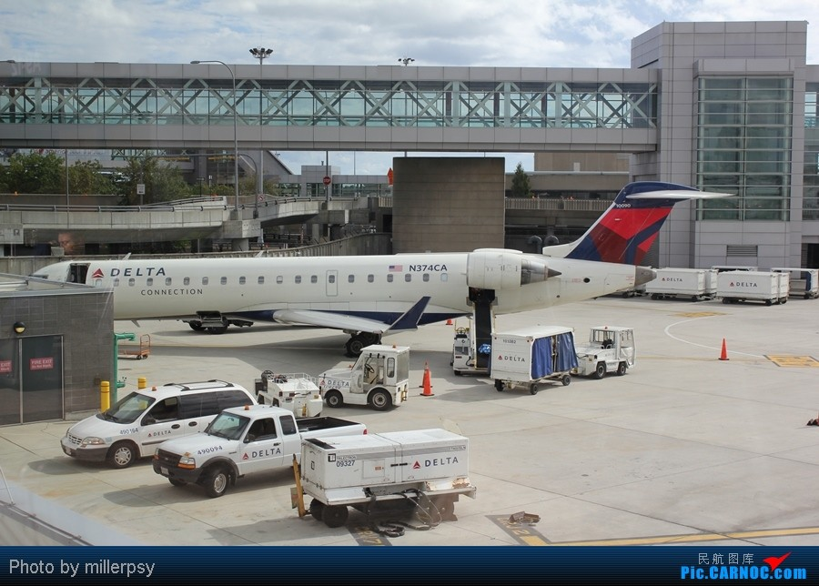 Re:[原创]超短途的飞行,从纽约到波士顿 BOMBARDIER (CANADAIR) CRJ-700 N374CA BOS