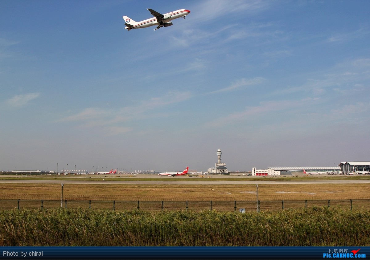 Re:[原创]【Chiral】为了那能照清楚每只轮轱辘的阳光,梦幻的黄金一小时@周末清晨的PVG    中国上海浦东机场