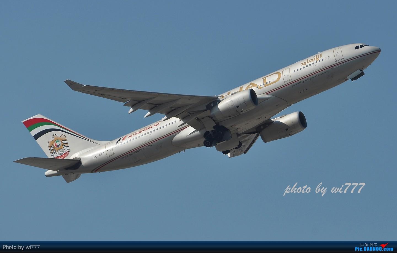 Re:[原创]换新镜头后第一帖!!!初探T3东跑神仙位!!各种外航!!各种给力的大坡度爬升! AIRBUS A330-200 A6-EYF 首都国际机场