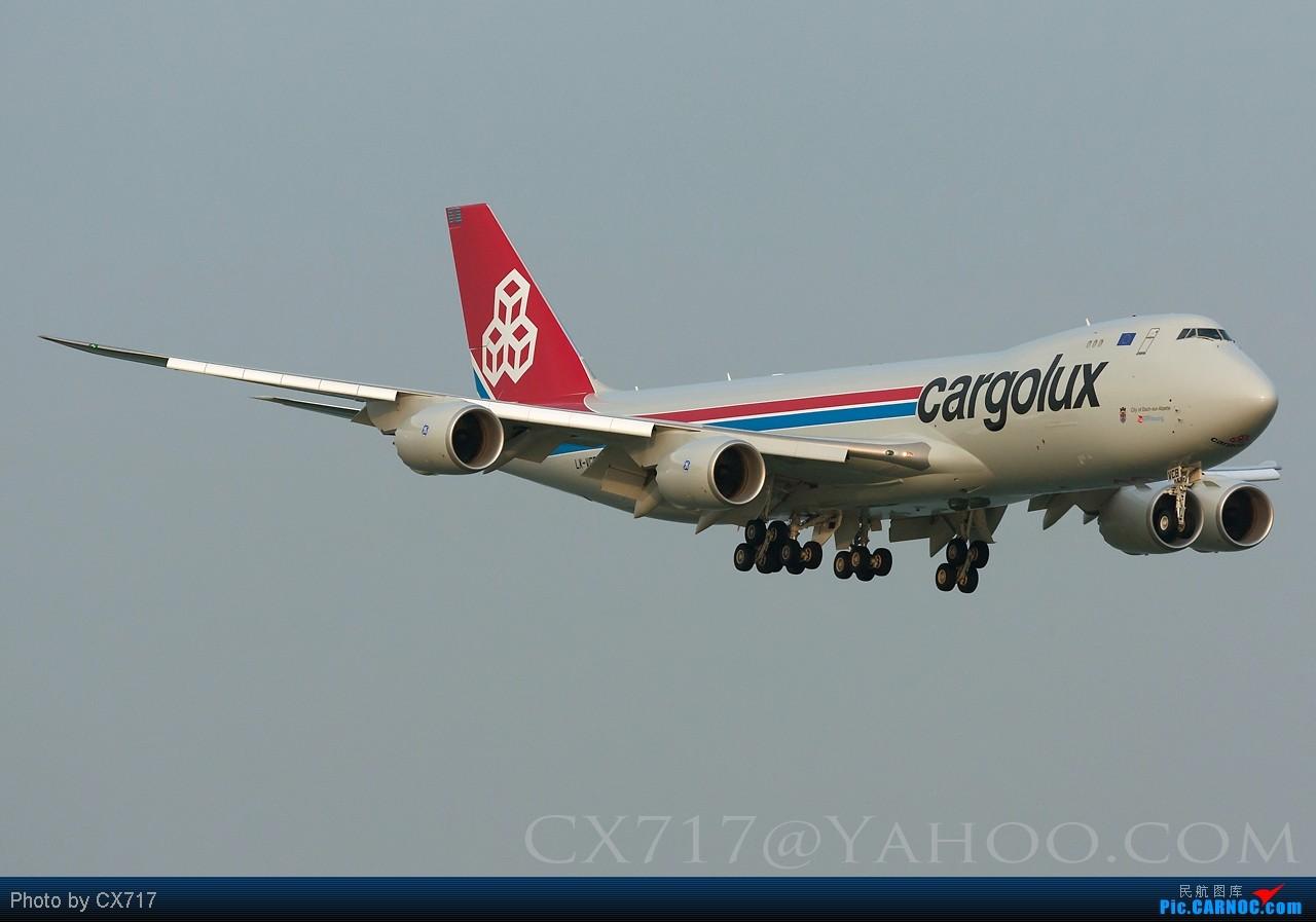 他大概被遺忘了,大家都記著787 380,今天他無聲無色的首航香港 BOEING 747-8F LX-VCB 中国香港赤鱲角国际机场