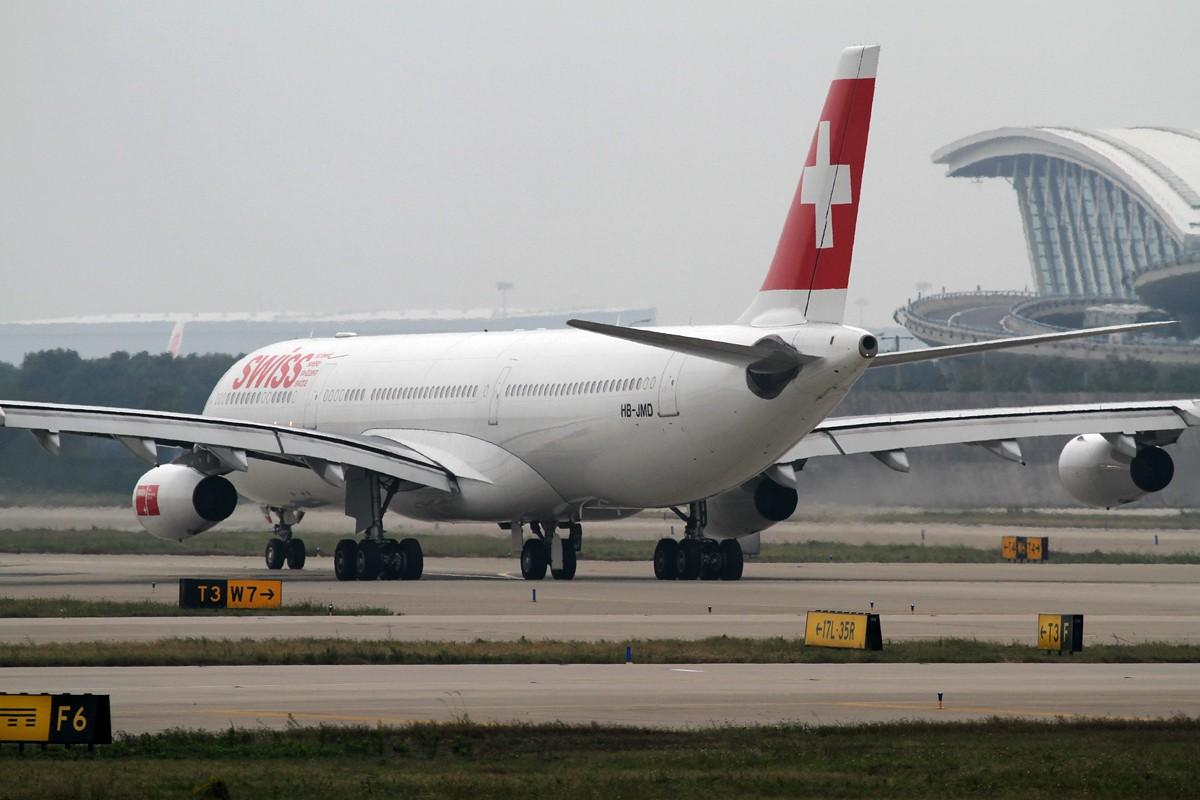 [原创]【PVG】今天空客A340停产,这款外形优美但并不很成功的机型也进入了寿命的倒计时。 AIRBUS A340-300 HB-JMD 中国上海浦东机场