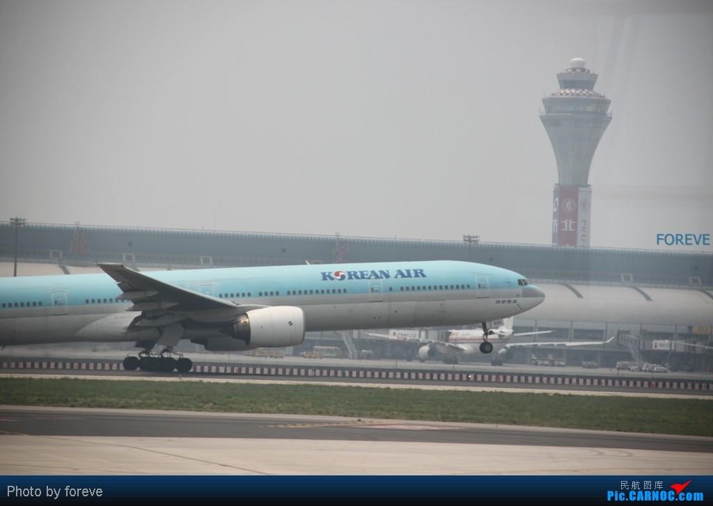 Re:[原创]发点藏货,6月去意大利时在首都机场侯机时拍的 BOEING 777-200  中国北京首都机场
