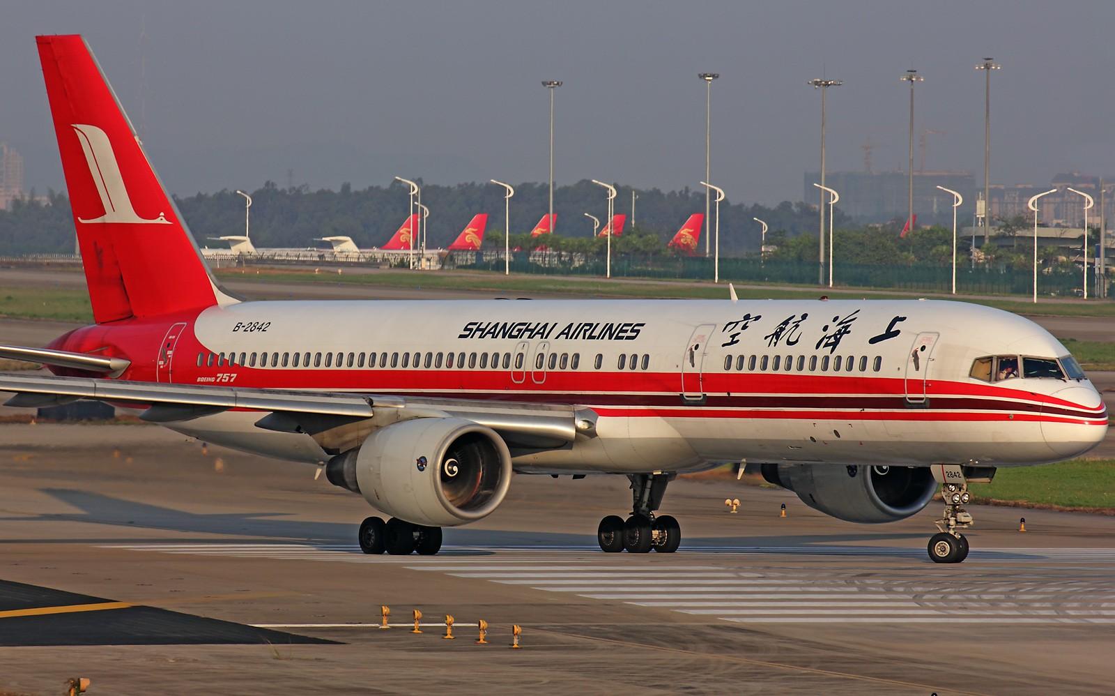 [原创]*** 清晨美妙的光线,拍一拍等待中的飞机也是一种享受 *** BOEING 757-200 B-2842 中国广州白云机场