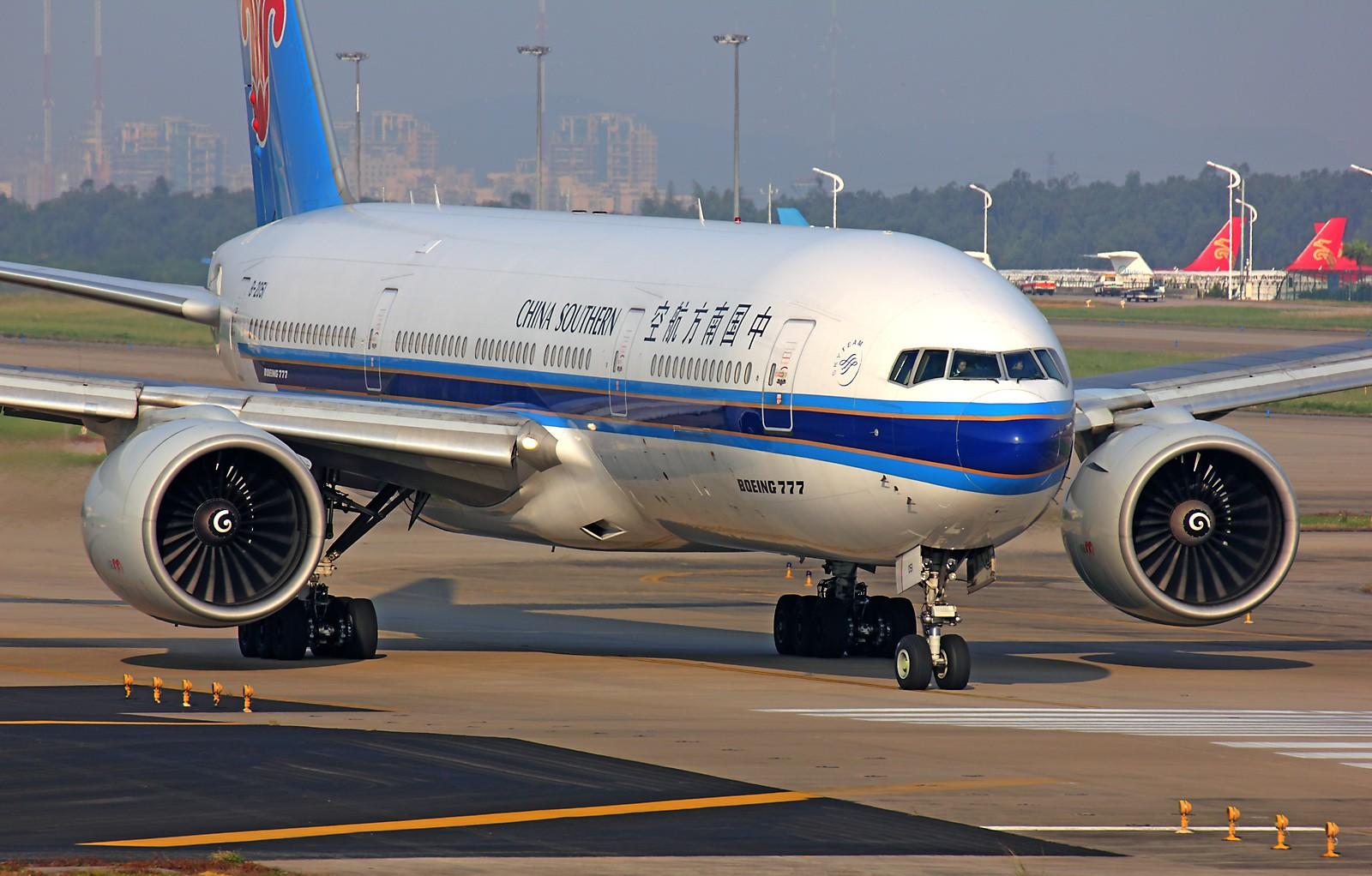 Re:[原创]*** 清晨美妙的光线,拍一拍等待中的飞机也是一种享受 *** BOEING 777-200 B-2051 中国广州白云机场