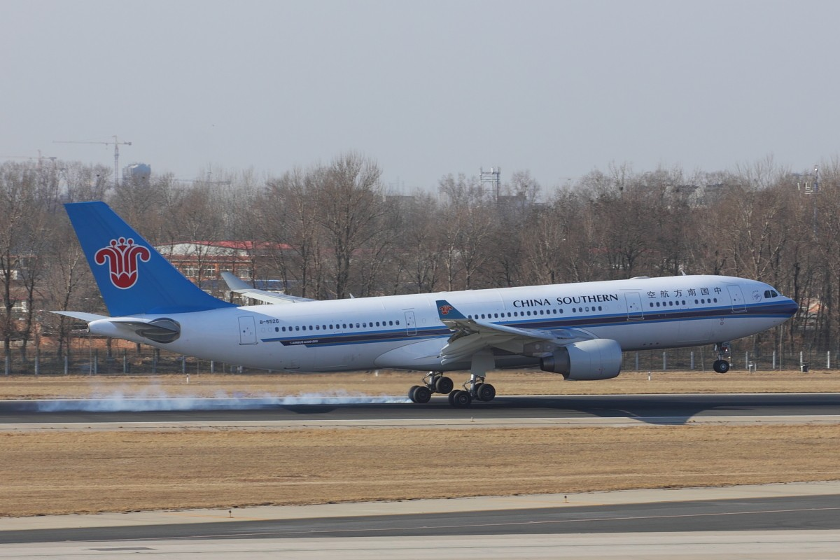 re:[原创]pek 南航第二架380以及一些其他的~~ airbus a330-200 b图片