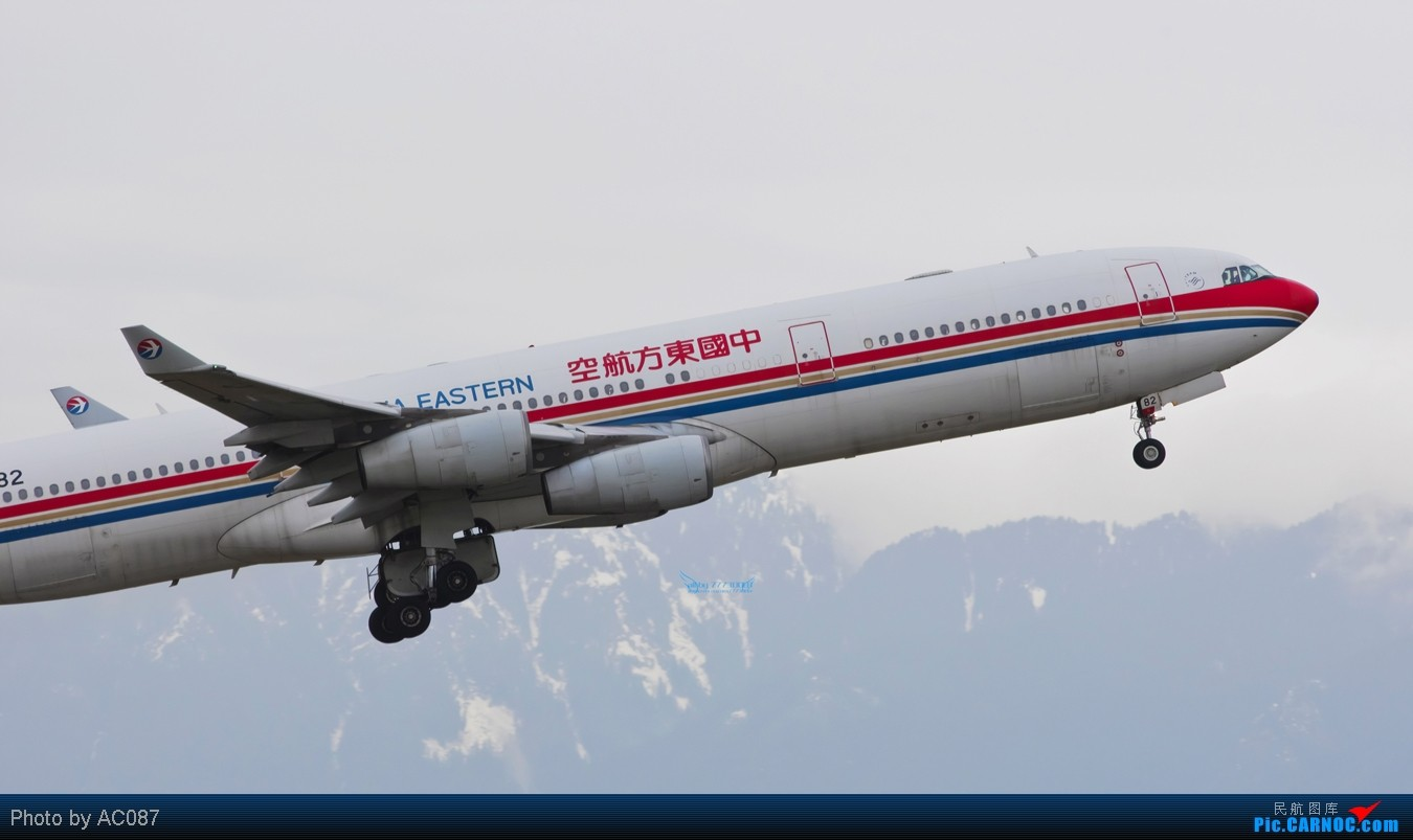 Re:[原创]【杭州飞友会】AC087温哥华即日高清拍机,国航紫宸侧风降,加航77W(爆闪),大韩航空,Transat,东航起飞雪山背景,美女内场,感谢尖兵M9指点!不看后悔 AIRBUS A340-300 B-2382 加拿大温哥华机场